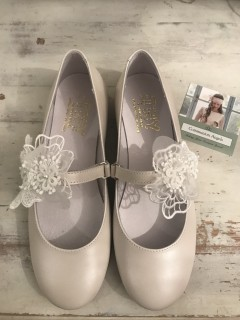Cream Leather Spanish Communion Shoes