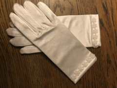 First Communion Gloves with Pearl Flower Detailing​